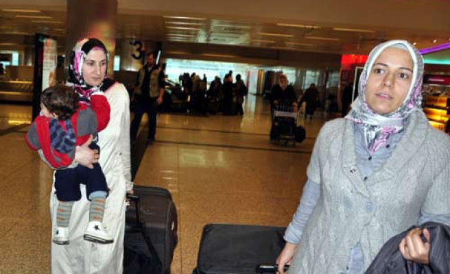 Turkish citizens return home from Egypt