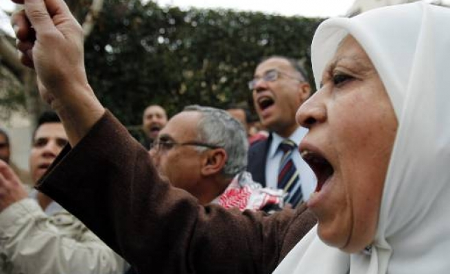 Egypt travel ban on some ex-ministers
