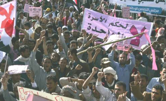 Yemenis face off in rival 'Day of Rage' protests