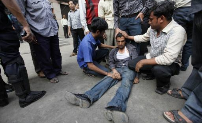 Bangladeshis protest over another big market fall