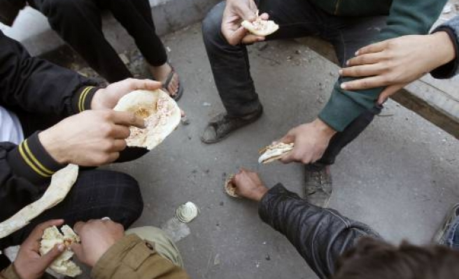 Egypt gov't says to keep subsidies, hike wages