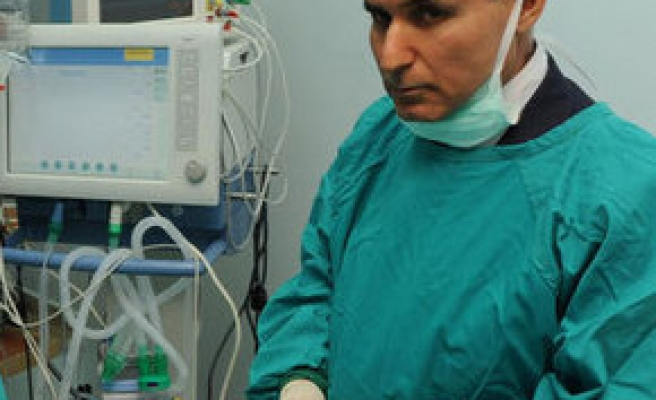 Famous Turkish doctor caught accepting bribe money