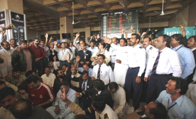 Pakistan airline staff protests deal with Turkish Airlines