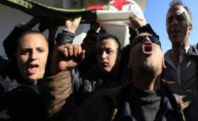 Algeria police try to stifle Egypt-inspired protest