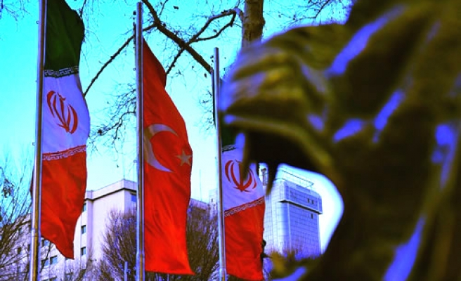 Turkish, Iranian officials meet to set road map on nuke talks