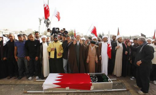 Thousands of protesters in Bahrain funerals