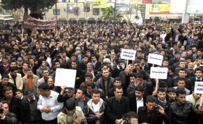 Iraq protests over over jobs, services grow