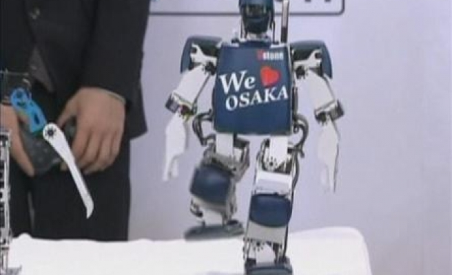 Japanese robots show off training for marathon