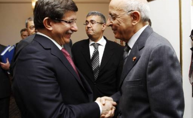 Turkish FM says Tunisia to become stronger