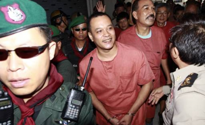 Thai court grants bail to 'red shirt' leaders