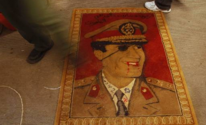Gaddafi opponents 'hold off attack on Zawiyah'