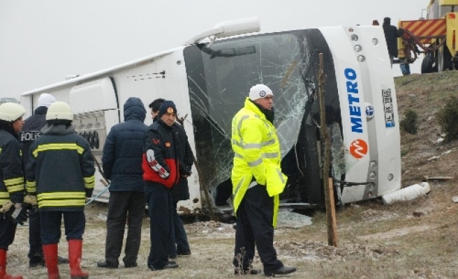 One Turkish, four Greek citizens dead in bus accident