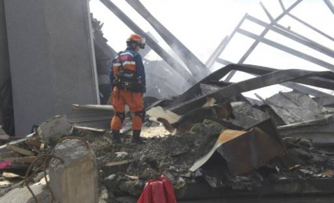 Rescuers hope 'miracle' in New Zealand