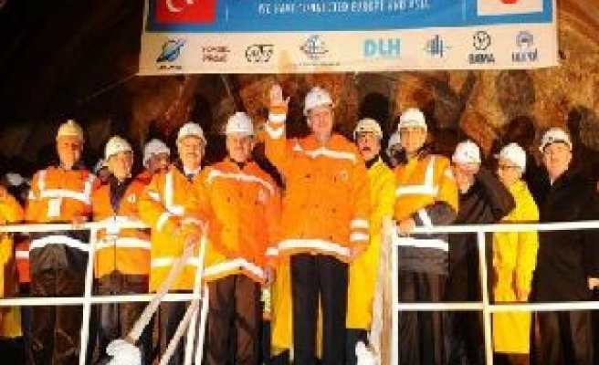 Third bridge to include railway system in Istanbul