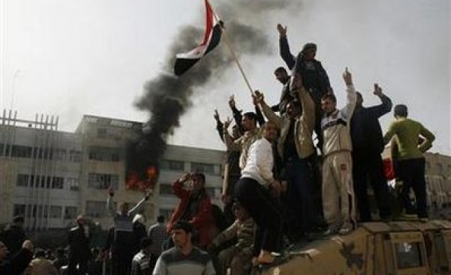 Iraqis rally in 'Day of Rage,' 10 dead, scores hurt
