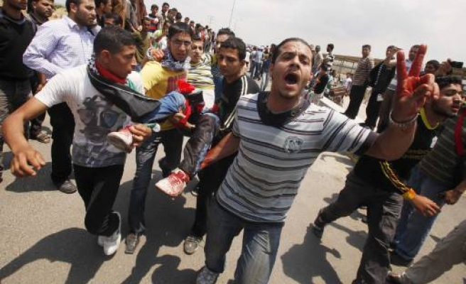 49 Palestinians injured in clashes with Israeli forces
