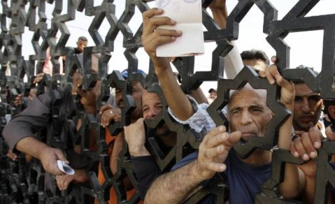 Thousands of Gazans stranded at Egypt's Rafah crossing