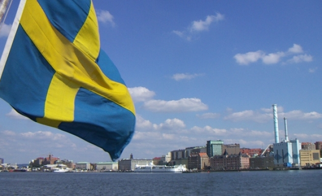 Sweden far-right party climbs to third place