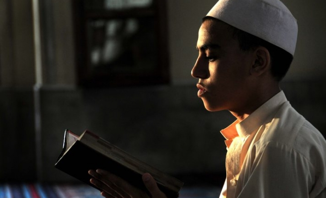 Sign language Qur'an for hearing-impaired Muslims