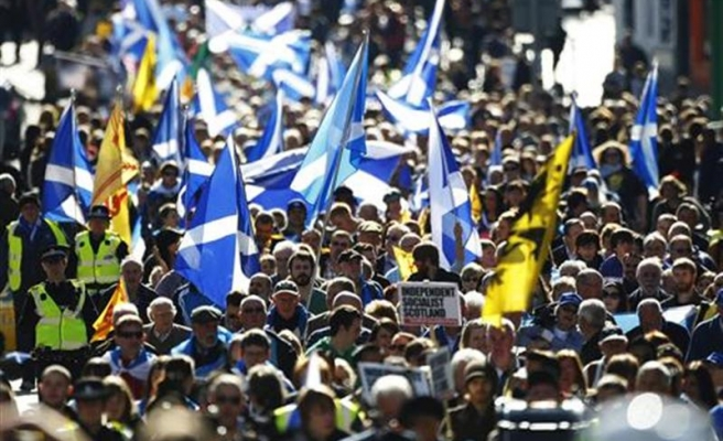 'Scottish independence' take narrow poll lead for first time
