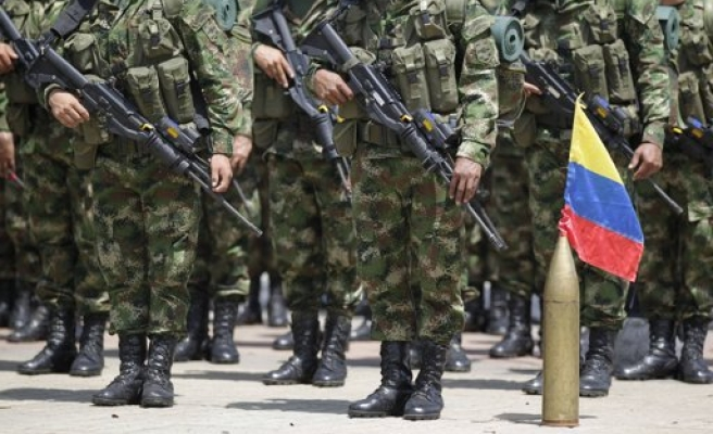 Colombian police detain 13 illegal immigrants