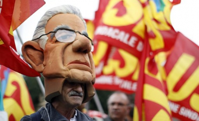 Italy's Monti not want to stay on as PM