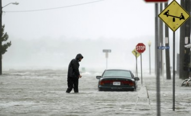 Sandy cuts power to at least 7.3 million homes - Live
