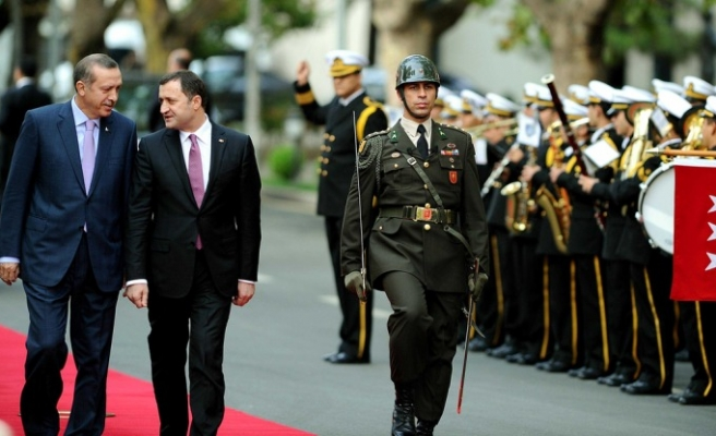 Turkish PM welcomes Moldovan counterpart
