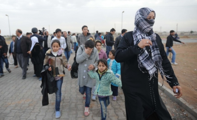 Turkey's border town mobilize for Syrian refugees