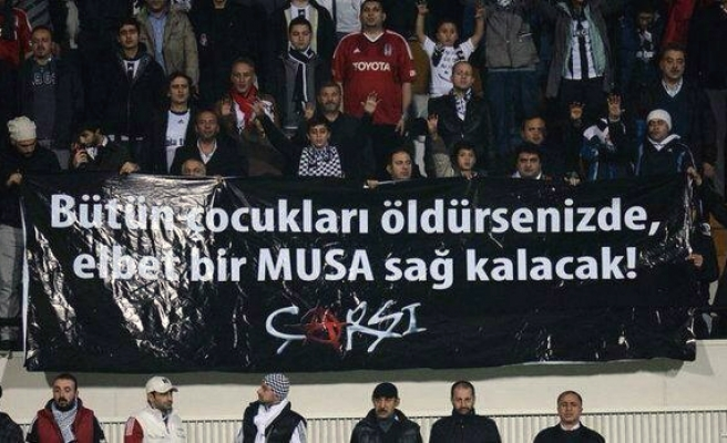 Turkish futbol fans protest Israel with 'Moses' banner