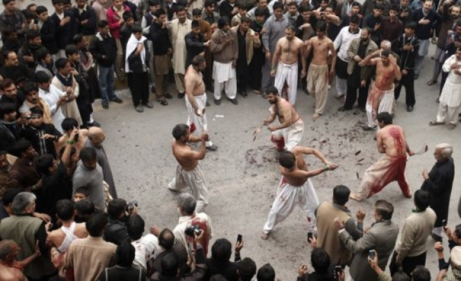 Deadly attack on Pakistan Shi'ite gathering