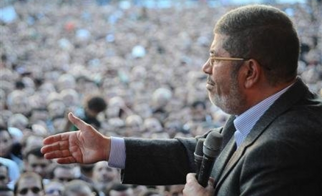 Egypt's Mursi returns to work at palace after protests