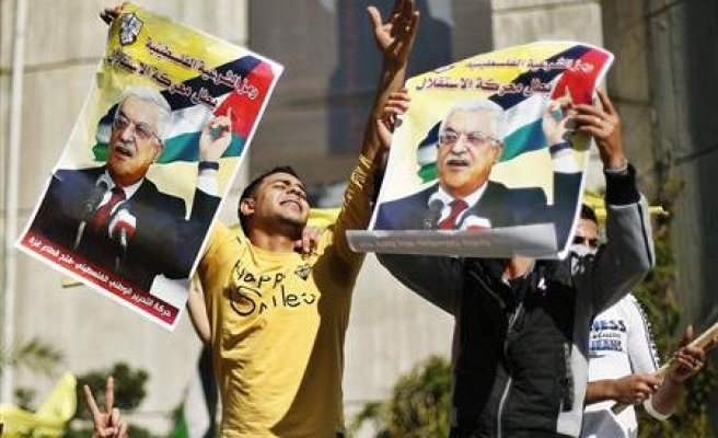 Abbas tells thousands: 'We are now a state'
