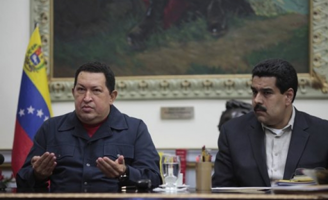 Venezuela's Chavez names successor after cancer back