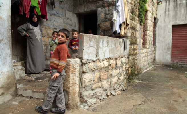 Lebanon's PM says not to close gates to Syrian refugees