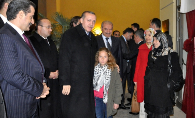 Turkish PM has breakfast with brave Palestinian girl
