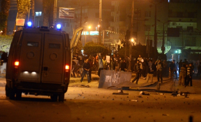 Morsi supporters, opponents clash in Suez
