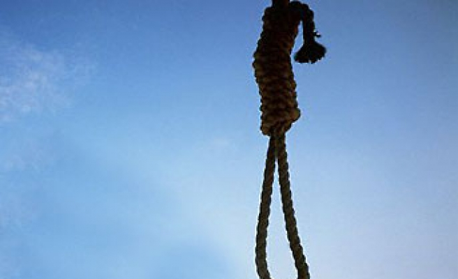 Pakistan hangs 7 convicts, continuing string of executions