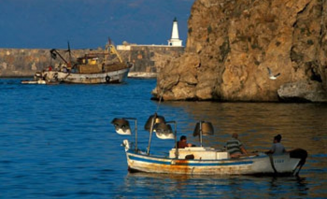 7 migrants drown trying to reach Spanish enclave