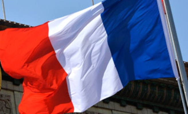 French PM appeals to Socialist lawmakers on savings plan