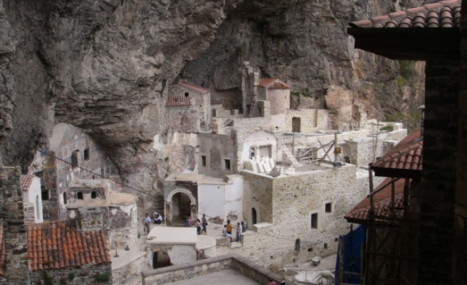 Orthodox Christians convene at ancient Sumela monastery