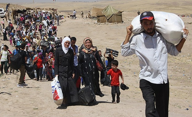 700 Syrian refugees cross into northern Iraq