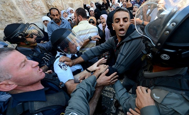 Israel prevents people under 50 from entering Al-Aqsa
