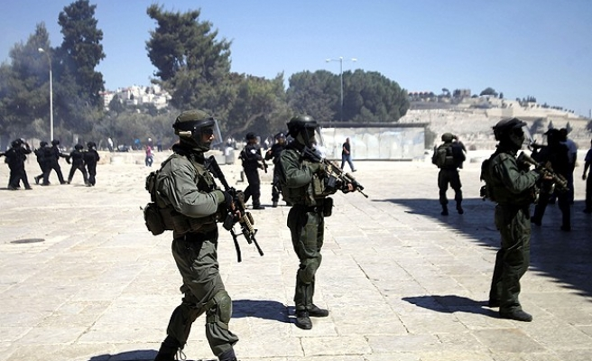 Israeli army blocks worshippers from Al-Aqsa Mosque