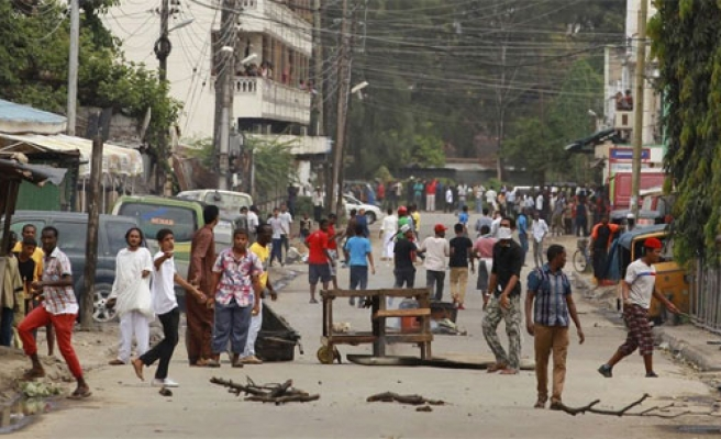 Mombasa clashes for second day over mosque raid