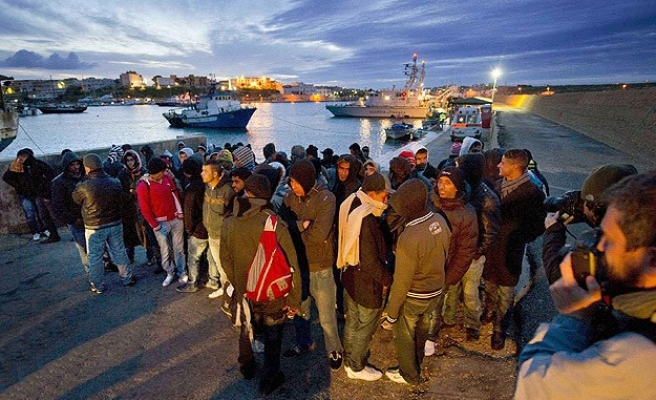 Italy rescues more than 1,100 migrants from nine rafts