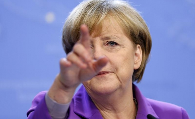 Germany's Merkel favors closer military ties with France