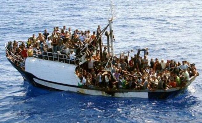 At least 40 die after migrant boat sinks off Libya