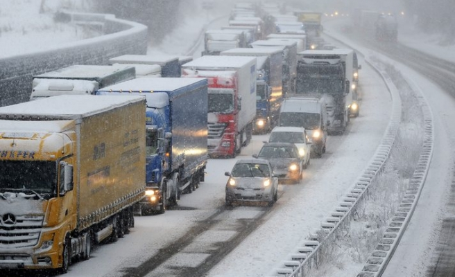 Massive storm system takes aim at U.S. Midwest, East