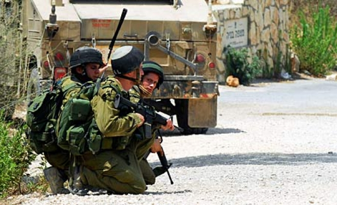 Israeli forces fire at Gaza security HQ and fishermen